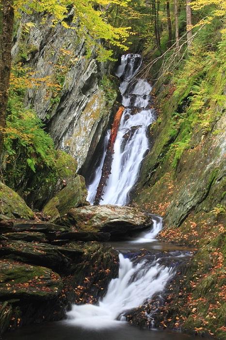 25 метровой водопад.