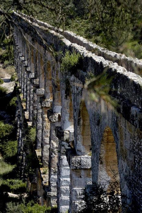 Уникальное сооружение возвышается в окрестностях Таррагоны.