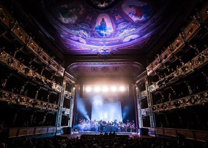 Театр построен в 1885 г. талантливым итальянским архитектором Пьетро Кантини.