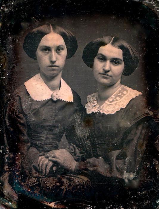 На снимках викторианской эпохи практически никто и никогда не улыбается.