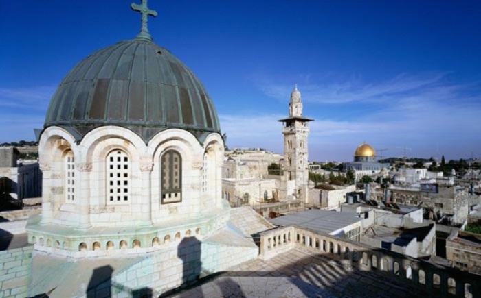 Город является мировым религиозным центром, который два раза разрушали и восстанавливали.
