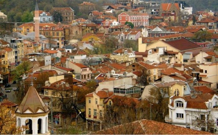 До контроля Римской империи город принадлежал тракийцам, а позже был под властью Османской империи. Разные народы оставили свой культурный и исторический след в его истории.