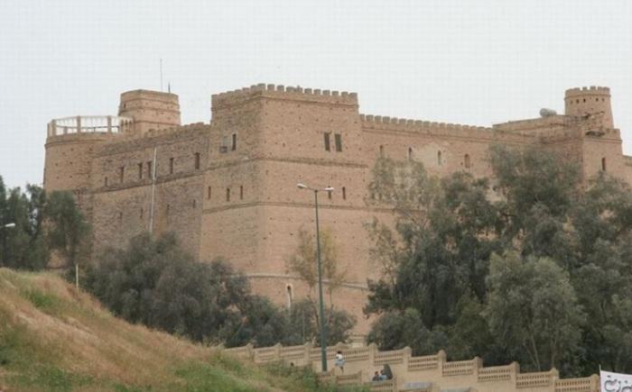 В свое время город принадлежал ассирийцам и персам и был столицей империи эламитов. Город пережил долгую и трагическую историю, но остается одним из самых древних городов в мире.