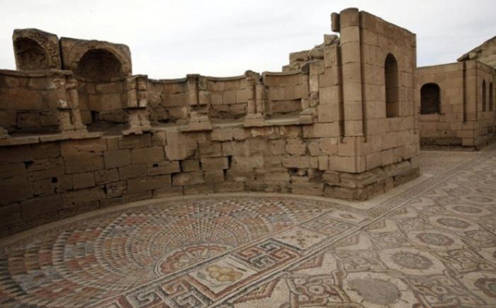 Иерихон на сегодняшний день считается самым древним существующим городом. Он был основан в 9000 г д.н.э., ему уже 11 000 лет.
