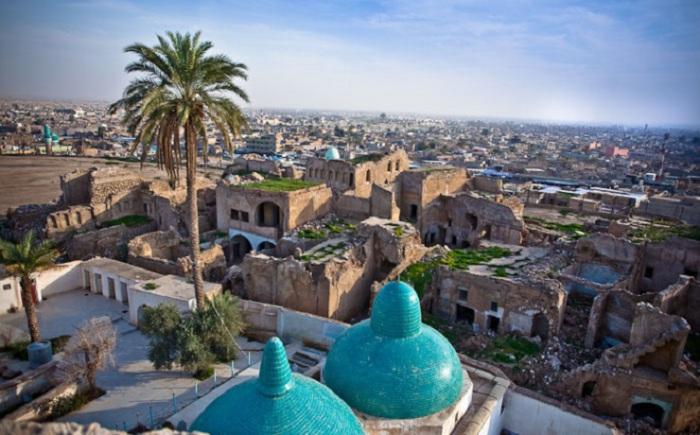 Первое поселение появилось в 2200 г д.н.э. Город контролировали и вавилоняне, и медийцы – все оценивали выгодное его расположения.