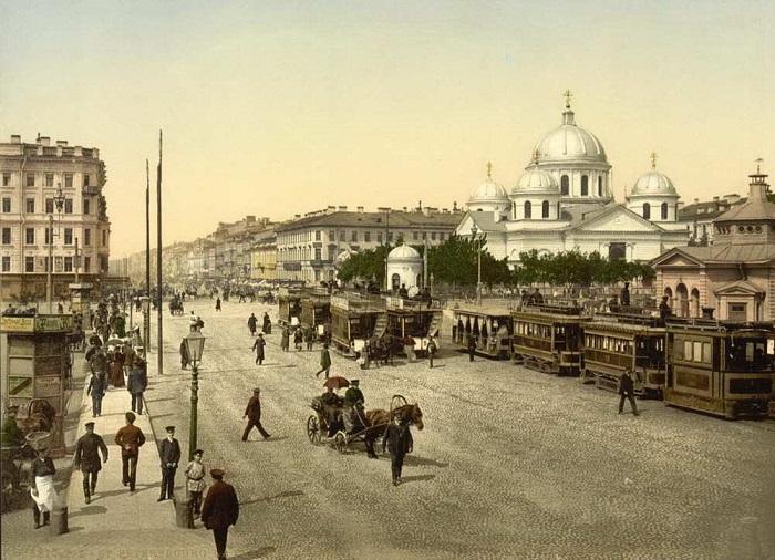 Площадь Восстания (до 1918 года — Знаменская) — одна из центральных площадей Санкт-Петербурга.