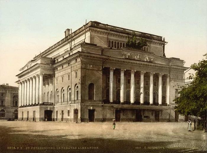 Один из старейших драматических театров России.