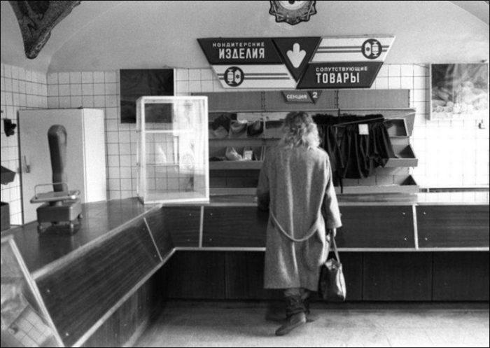 В одном из московских магазинов, 1991 год.
