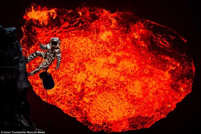 Исследователь Сэм Кроссман совершает спуск к лавовому озеру в Вануату.