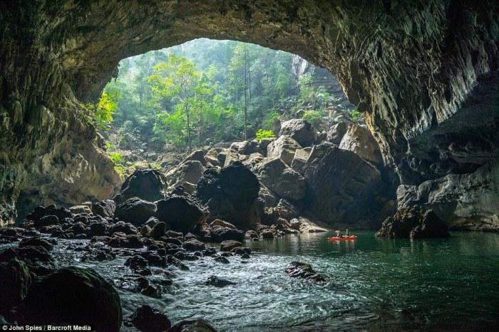 Невероятное путешествие на каяке по речной пещере Тхам Кхун Ксе в Лаосе.