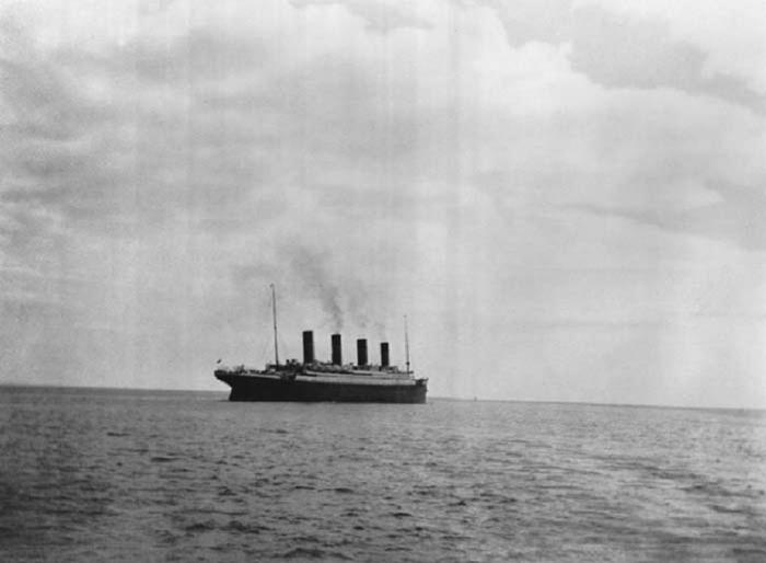Последняя фотография Титаника сделанная, прежде чем он затонул в апреле 1912 года.