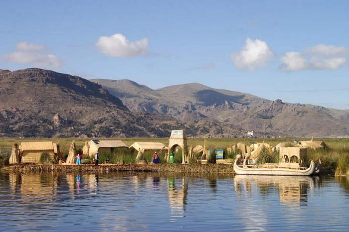 Самое большое по запасам пресной воды озеро в Южной Америке.