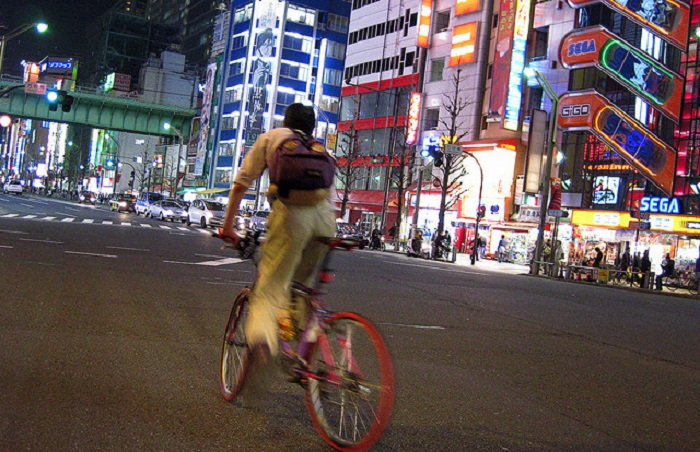 В Токио на велосипеде ездят на работу, в школу, в магазин за покупками.