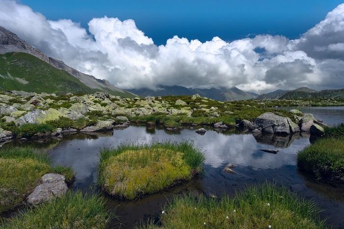 Неземная красота - воздушные белые замки, отраженные в чистейшей воде.