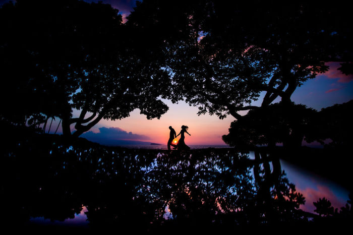 Жених и невеста покидают родительский дом и отправляются в путешествие под названием «семейная жизнь».