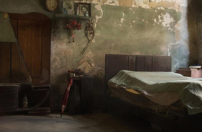 Лучшей в категории «Спокойствие/одиночный снимок» признана работа британского фотографа Саймона Морриса (Simon Morris) с атмосферной старой комнатой.