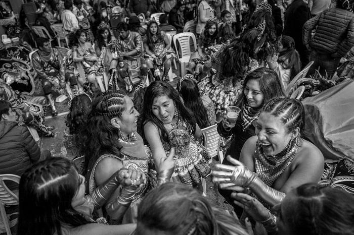 Лучшим в категории «Новые таланты» признан фотограф Хосе Антонио Росас (Jose Antonio Rosas) из Перу, со снимком девушек на параде в честь Богоматери Канделарии.