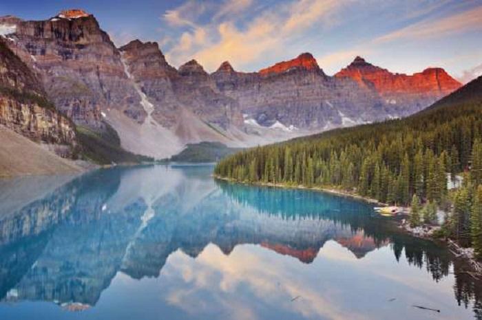 Так как Канада в этом году празднует свой 150-летний юбилей, она предлагает бесплатный вход во все Национальные парки, исторические места и морские заповедники, находящиеся под управлением правительства.