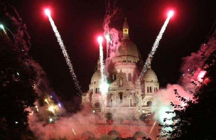 Если вы собираетесь во Францию в октябре, не пропустите один из самых любимых парижанами и гостями французской столицы фестивалей - Праздник Урожая на Монмартре, который отмечают с музыкой, дегустацией вин и грандиозным костюмированным шествием.