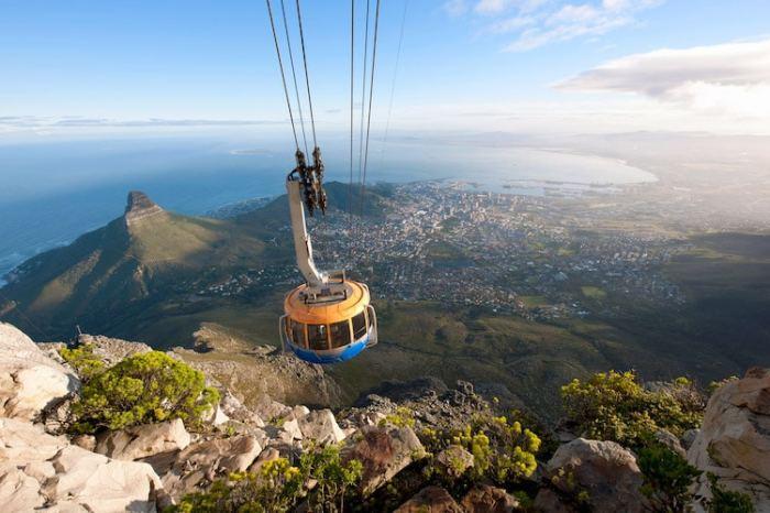 Уникальные ландшафты Национального парка Столовой горы не оставят равнодушным ни одного туриста, а открывшийся в Кейптауне самый масштабный арт-объект Африки - Музей современного искусства Цайц - предоставляет возможность взглянуть на работы африканских художников.