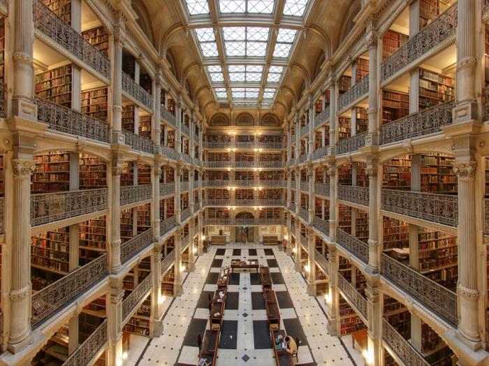 Одна из самых красивых библиотек Северной Америки, расположена в городе Балтимор в университете Джона Хопкинса.