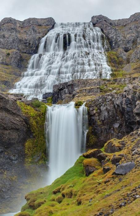Водопад на реке Диньяндисау, крупнейший водопад в регионе Вестфирдир на северо-западе Исландии.