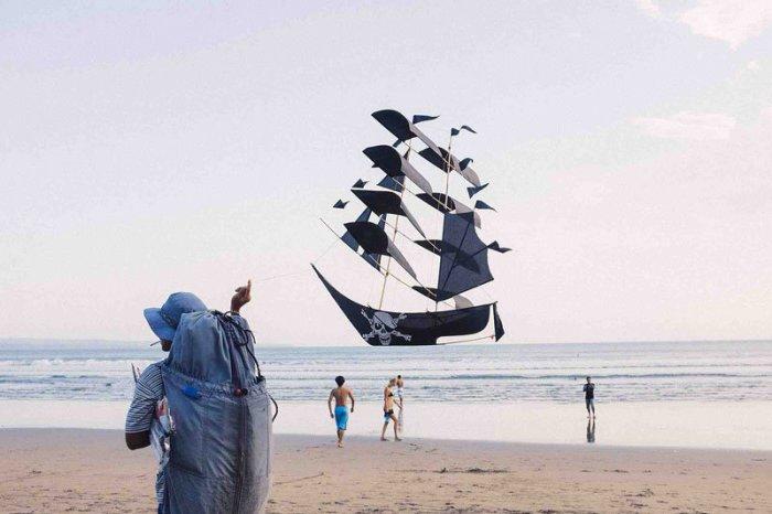 Оптическая иллюзия - пиратский корабль.