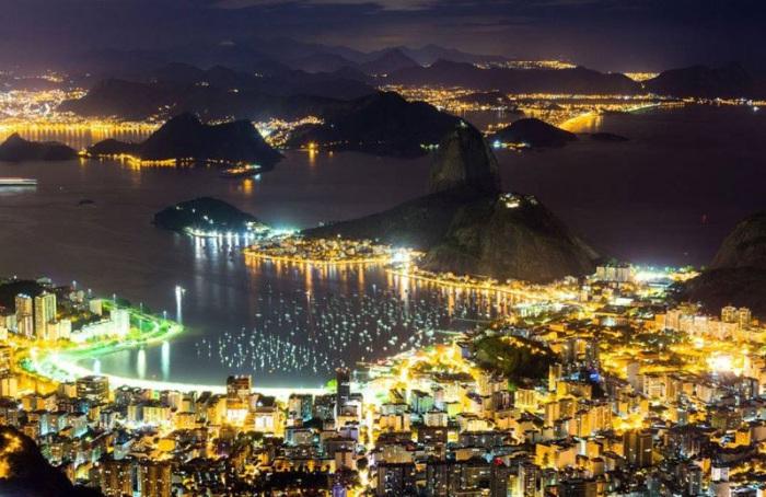Панорама ночного города.