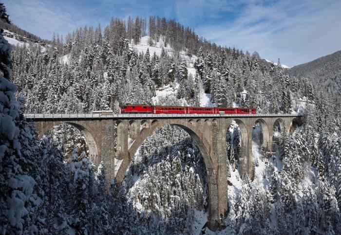 Железнодорожный виадук Визен является одной из красивых достопримечательностей в Швейцарии.