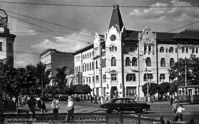 Український дім (нині гранд-готель Україна) був побудований в самому центрі Дніпропетровська в 1912 році, 1959 рік.