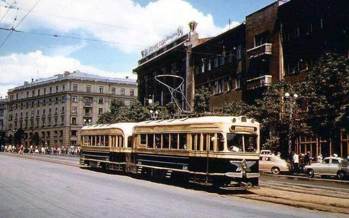 Площадь Конституции — старейшая в Харькове. Построена она была еще в 1657 году, 1959 год.