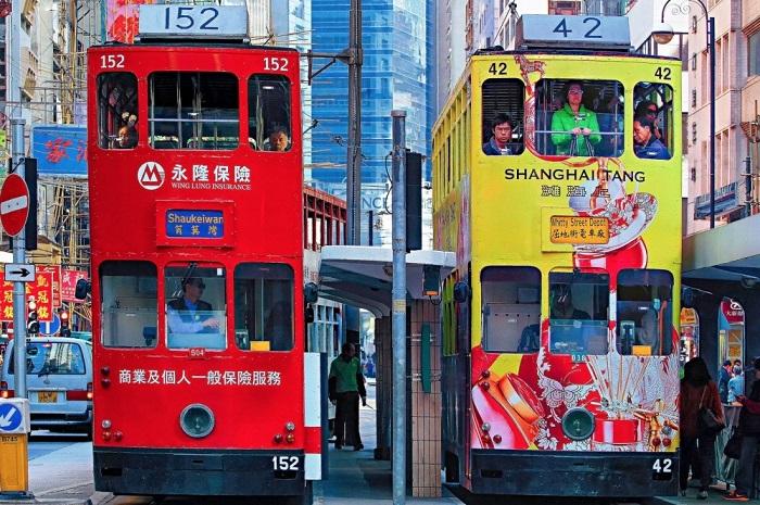 Узенькие двухэтажные трамвайчики мило называют «динь».