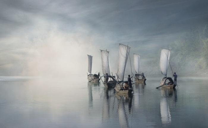 Китайские рыбаки, выходящие на утреннюю рыбалку.