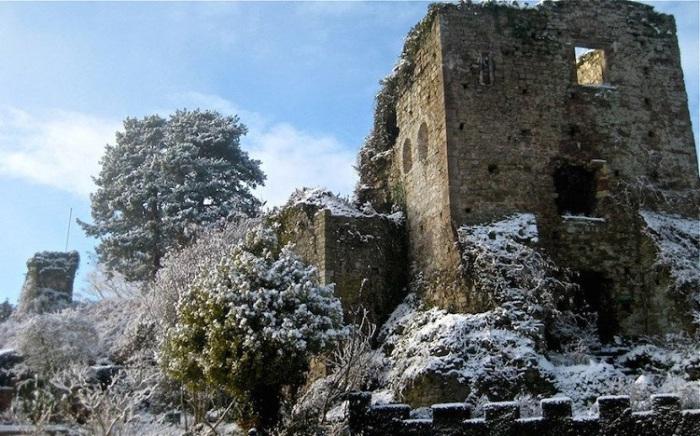 Норманнский замок, построенный в 1120 году графом Ричардом де Клером.