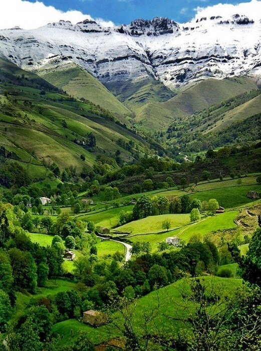 Долина с мягким рельефом и с холмами до 500 метров высотой.