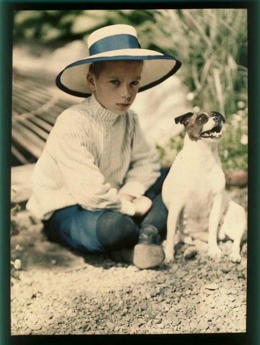 Мальчик с задумчивым взглядом.