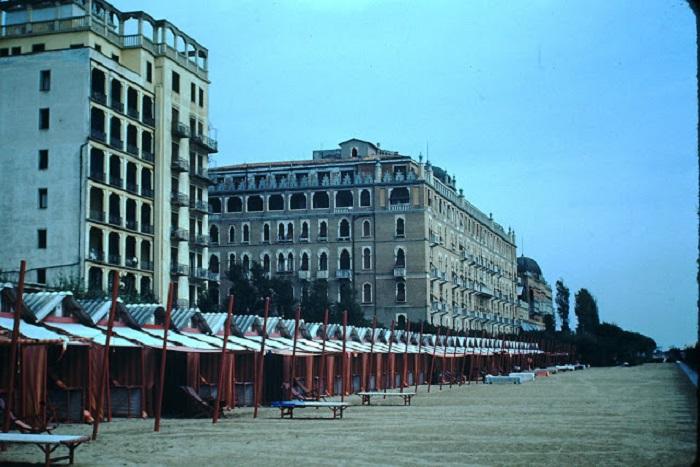 Отель занимает роскошный дворец, построенный в мавританском стиле в 1908 году.