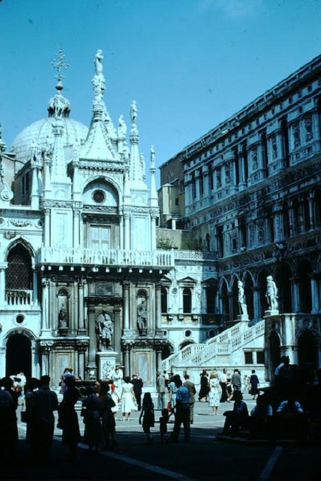 Лучший пример итальянской готической архитектуры среди достопримечательностей Венеции.