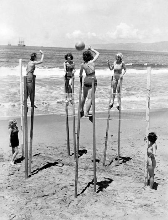Оригинальное развлечение на пляже Венис.