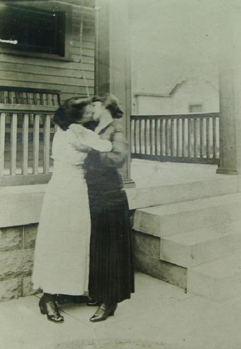 http://www.kulturologia.ru/files/u18476/VictorianQueerWomen-10.jpg