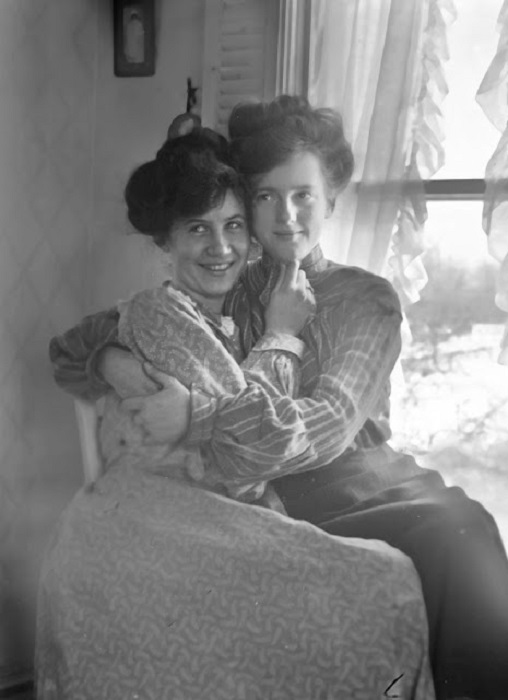 Мэри и ее «друг» Рут, 1910 год.