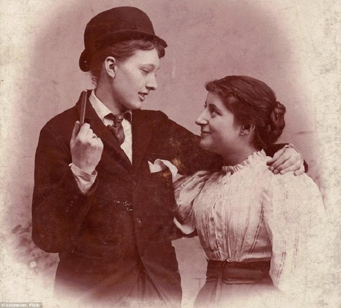Лесбийская пара из 1890 года.