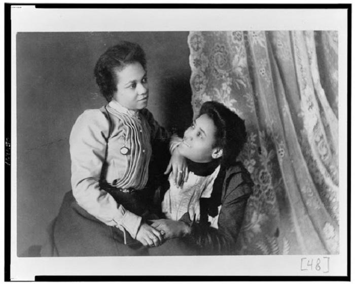 Две афро-американские женщины, которые нравятся друг другу, 1899 год.
