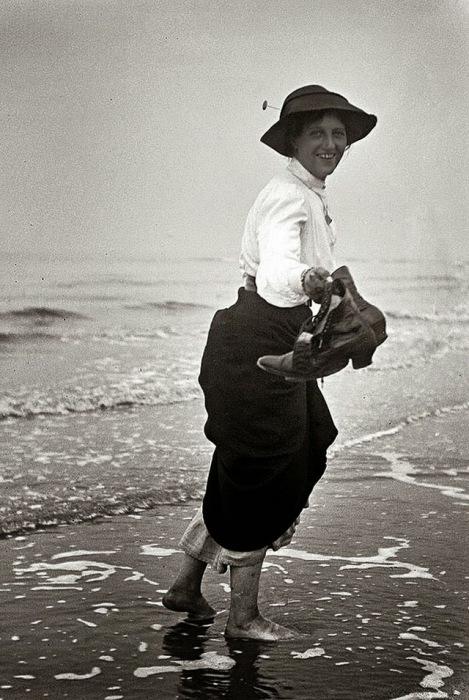 Дама и море.