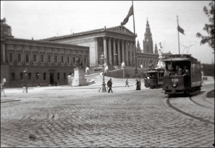 Здание австрийского парламента в Вене, 1903 год.