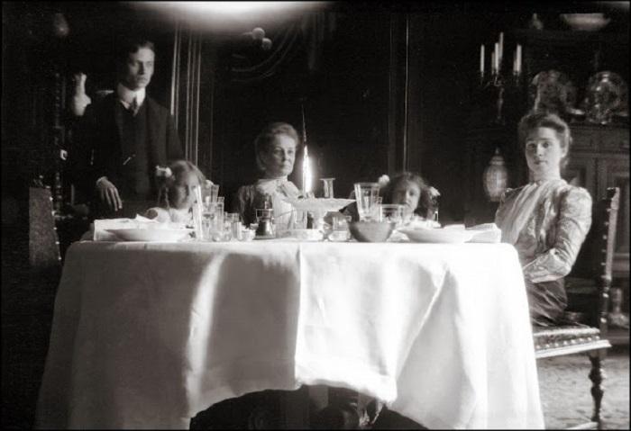 Ужин перед путешествием в Будапешт. Вена, 1903 год.