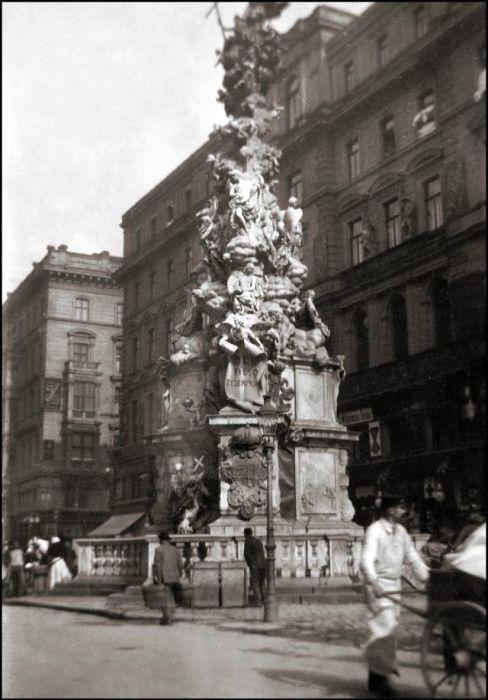 Религиозный памятник в Вене.