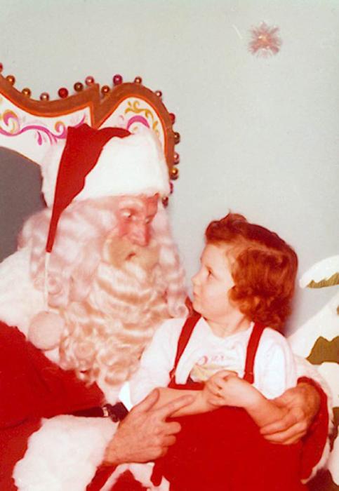 Обычай спрашивать у ребенка о его поведении в канун Рождества дошел и до наших дней.