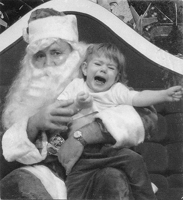 Испугались все - и Санта-Клаус, и маленькая девочка.