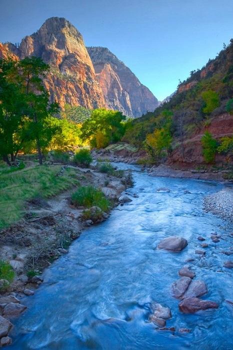 Главной достопримечательностью парка является каньон Зайон, созданный рекой Вирджин.